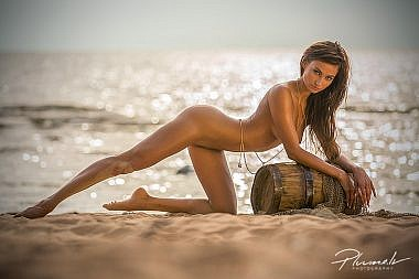 Kailfoto, nude art, zurnals klubs, Ilvy Kokomo, Fotografs Martins Plume, covergirl, nude model latvia (2)