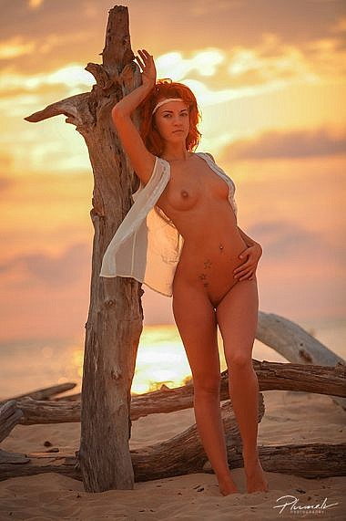 kailfoto,-nude-art,-surf,-latvia-model,-surf-girl,-fotografs-Martins-Plume,-pluume.lv