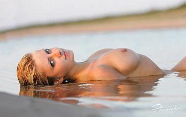Kailfoto jūrā, Kailfoto, Fotogrāfs Mārtiņš Plūme